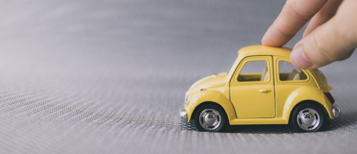 hand-toy-car-233766-P2CEZG-943w